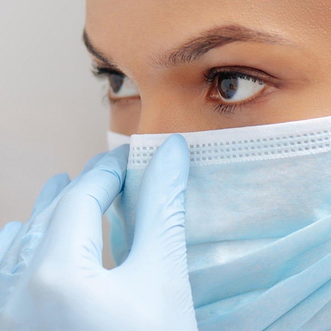 medic trident cu masca pe fata